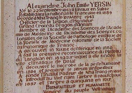 Stèle au  tombeau  du Dr Alexandre Yersin