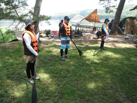 1.まずは湖畔でのパドル講習からスタート