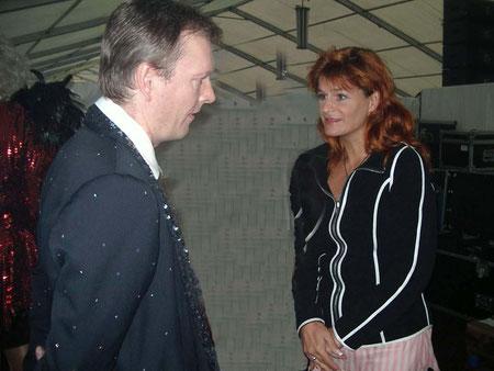 Michael Hofmann von den TENDERS im Gespräch mit Andrea Berg im Backstagebereich