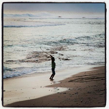Fin de journée à la plage des Roches noires à Saint-Gilles
