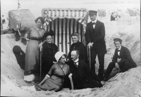 1916 mit der Familie in Timmendorfer Strand