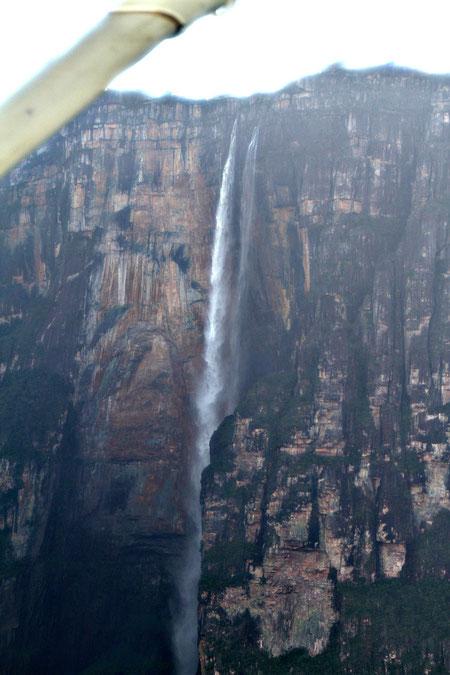 Flug über den grössten Wasserfeld der Welt