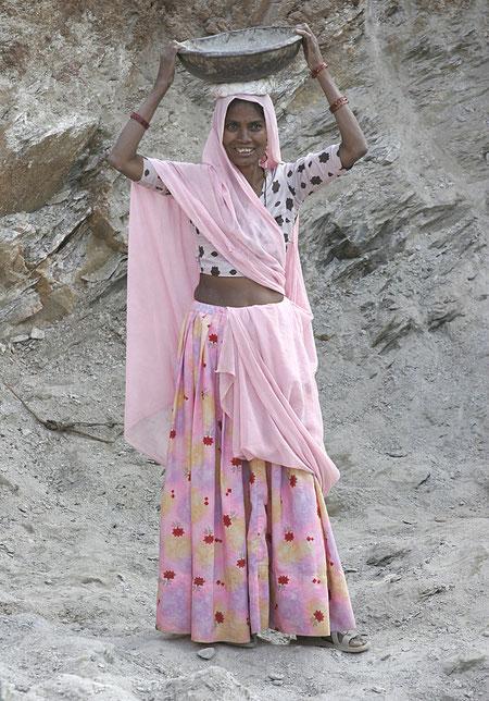 Frau auf einer Baustelle