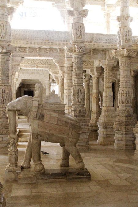 Elefant im Tempel