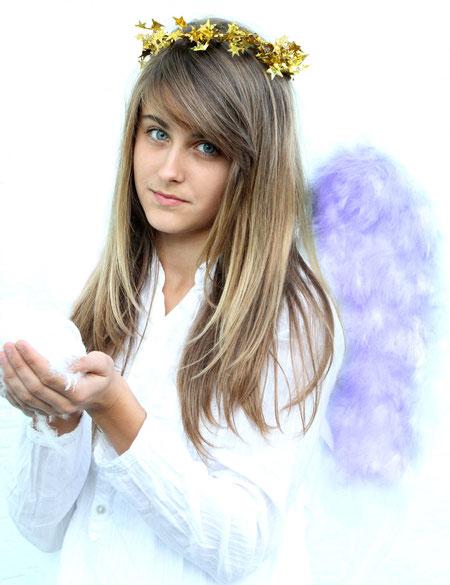 Carmen mit lila Flügeln