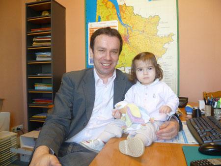 Frédéric et sa petite Fleur à la mairie (A. Manuel)