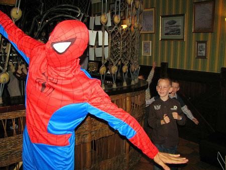 пригласить заказать человека паука на детский праздник