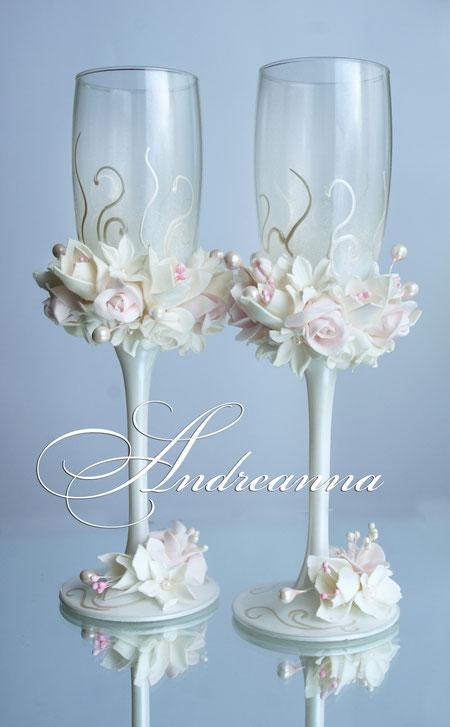 Свадебные бокалы «молочно-розовая фрезия, роза и гардения» на молочно-жемчужном фоне,  стоимость 800грн