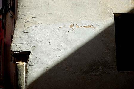 Photographie, Espagne, Andalousie, Cordoue, judería, rue, lumière,  colonne, ombres, Mathieu Guillochon