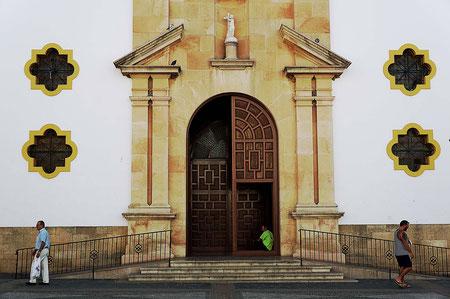 Photographie, Espagne, Andalousie, villages blancs, serrania de Ronda, Ronda, architecture, parvis, blanc, jaune, bleu, vert, cathédrale,couleurs, voyages, vacances, Mathieu Guillochon.