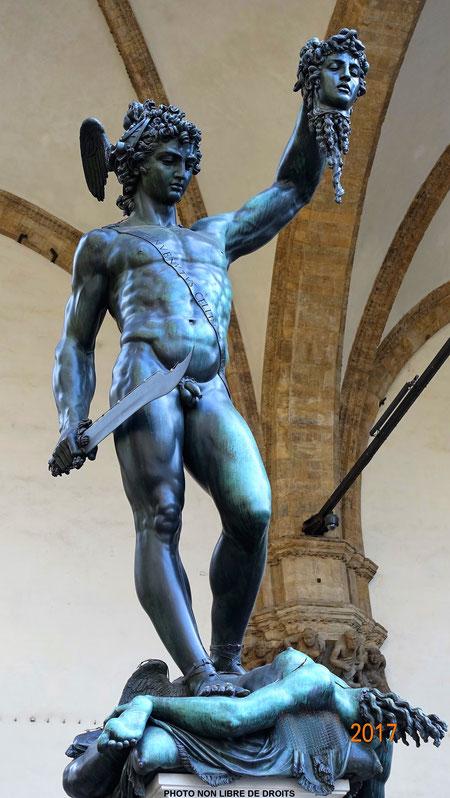 Persée tenant la tête de Méduse, Piazza della Signoria, photo non libre de droits