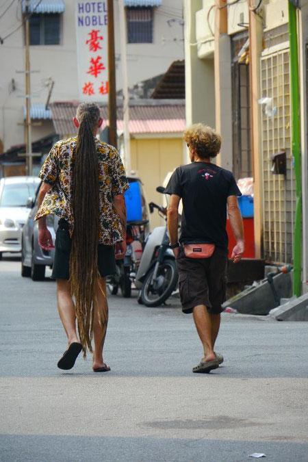 マレーシアで見かけたヒッピーさん。よくがんばりました。