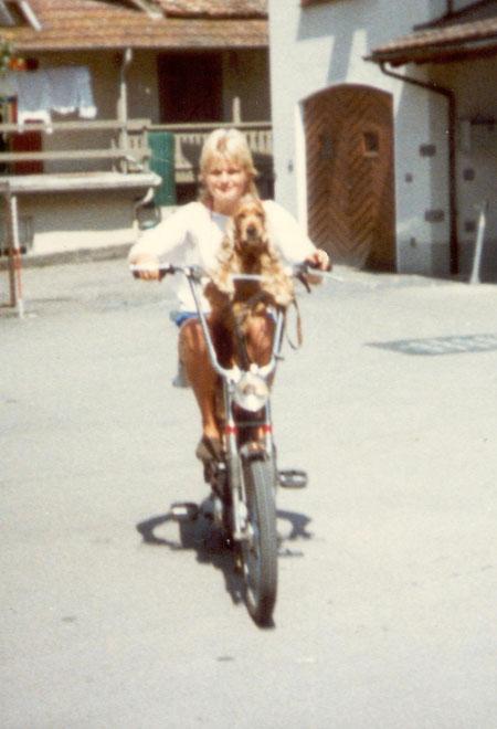 Ali liebte das Mopedfahren über alles! Vor allem den Fahrtwind.