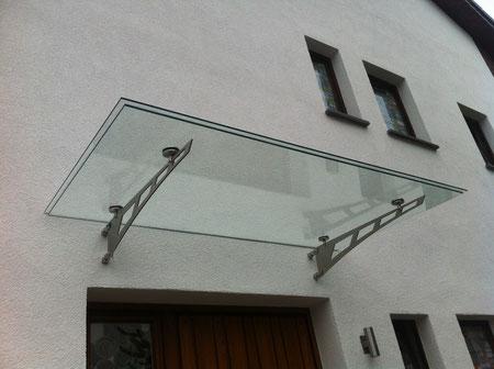 Vordach aus TVG 16mm mit Stufe