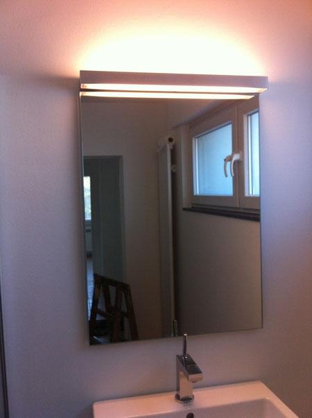 Spiegel mit Leuchte