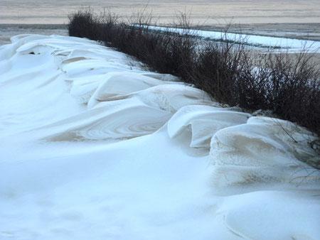 Schneedünen am Strand von Cuxhaven