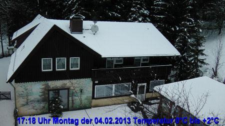 Wetter vom Montag den 04.02.2013 um 17:18 Uhr stark bewölkt leichter Regenschauer Temperatur 0°C bis +2°C © Copyright by Olaf Timm
