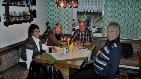 Moni und Harald mit Besuch zum Abendessen in der Entenmühle