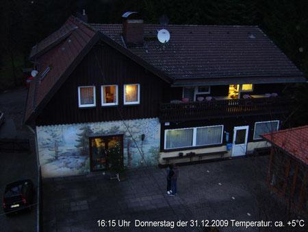 Webcam 1 Blick auf die Südseite das Hauses mit Terrasse