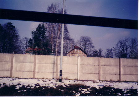 同じくベルリンの壁!1988年に撮影しました。まさかこの翌年に壁が崩れようとは・・・