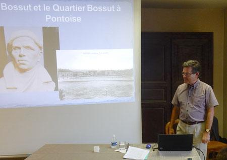 Patrick Lapalu, responsable du service des archives anciennes, modernes et privées aux Archives départementales du Val-d'Oise.