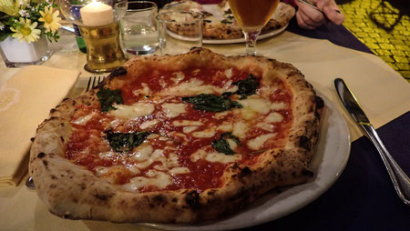 Pizza Margherita - erfunden von der Pizzeria Brandi in Neapel