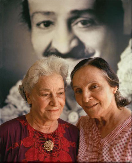 Delia (L) with Mehera Irani (R). Photo courtesy of Pete Townshend. By permission.