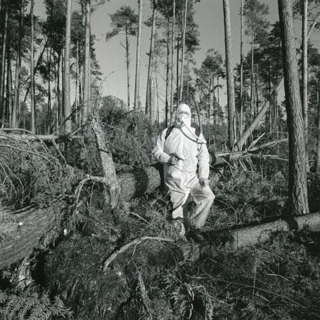 Autoportrait N° 14. 1999. Après la tempête de décembre 1999, recherche d'un site pour la création d'un Tchernobyylland
