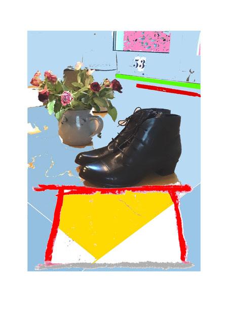 Schuhe, Mode, Dame, Frau, Bekleidung, Füße, Beine, Frauenschuhe, Hochglanz, schwarz, Leder, Blumenstrauß. Rosen. Vase, Zahl, Fenster, Tisch, Arangement, schick, modisch, schön, Präsentation, Abstraktion, Gegenständlichkeit, Plastizität, ready made,