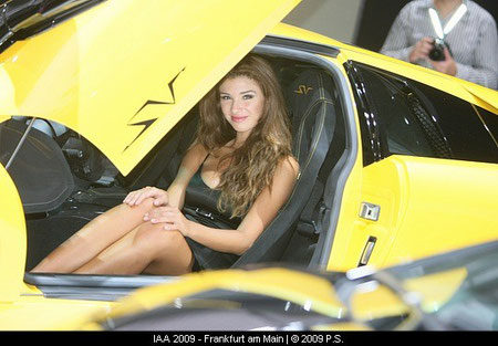 Hostess im Lamborghini IAA Foto, IAA Bilder