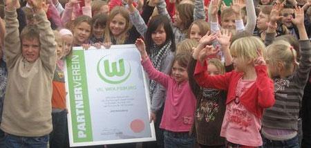 Großer Jubel in Jerxheim: 70 Schüler der Grundschule sind bei der JSG Heeseberg aktiv, die Partnerverein des VfL ist.
