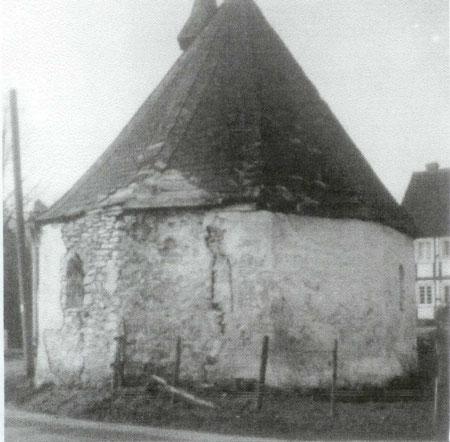 Die Kapelle 1945 mit den Schäden des Krieges