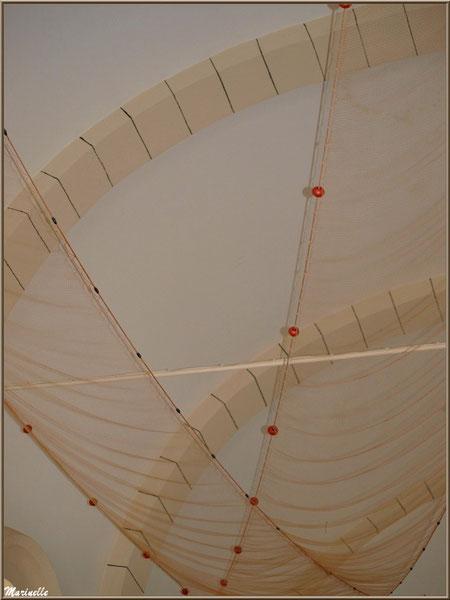 Chapelle Algérienne, plafond drapé d'un filet de pêche,  Village de L'Herbe, Bassin d'Arcachon (33)