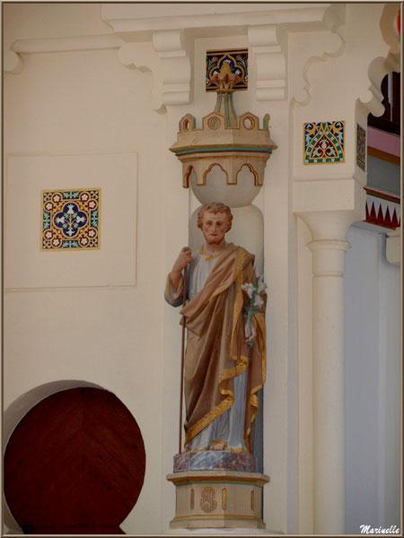 Chapelle Algérienne, côté gauche de l'autel avec statue Saint Joseph,  Village de L'Herbe, Bassin d'Arcachon (33)