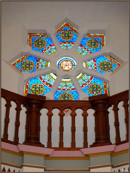 Chapelle Algérienne, balcon et rosace au-dessus autel, Village de L'Herbe, Bassin d'Arcachon (33)