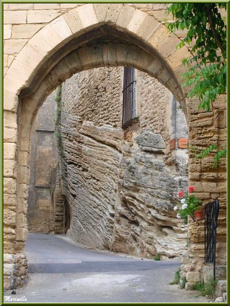 Le château à même la roche - Goult, Lubéron - Vaucluse (84)