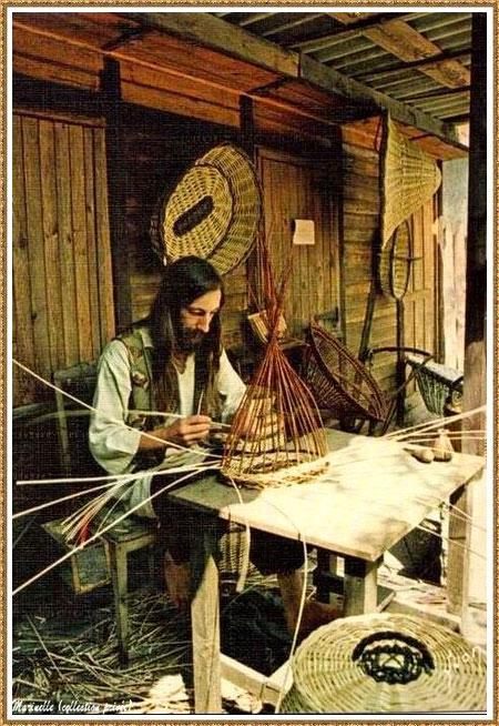 Gujan-Mestras autrefois : le vannier au Village Médiéval d'Artisanat d'Art de La Hume, Bassin d'Arcachon (carte postale, collection privée)