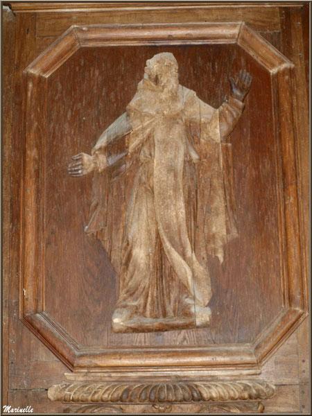 Sculpture de Saint Pierre sur le retable (côté gauche) de l'autel de la Vierge, église Saint Pierre de Mons à Belin-Beliet (Gironde)