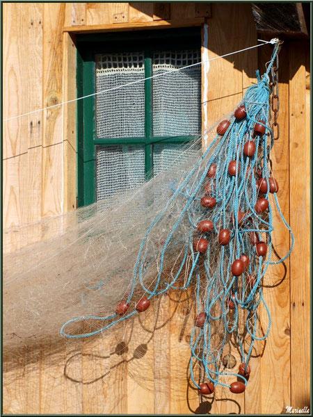Fenêtre au filet de pêche, Village de L'Herbe, Bassin d'Arcachon (33)