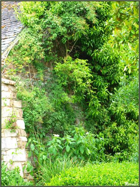 Le Manoir (côté d'un bâtiment annexe) - Les Jardins du Kerdalo à Trédarzec, Côtes d'Armor (22)