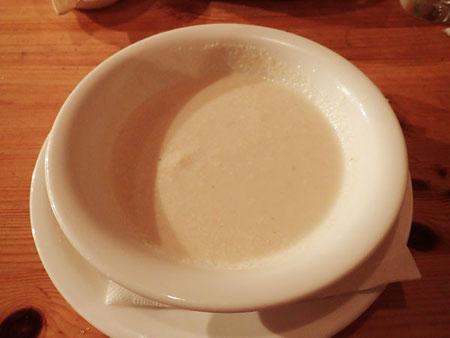 本日のスープは、根セロリの根菜スープ