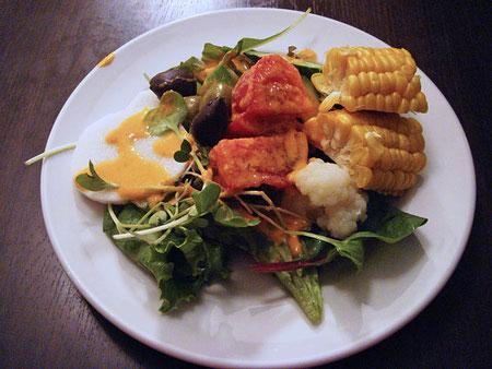 種類豊富なバイキング形式のサラダ おかわり自由  ¥1000