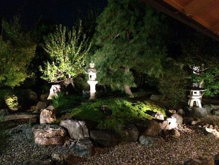 こんなご立派な庭を眺めながらの夕食でした