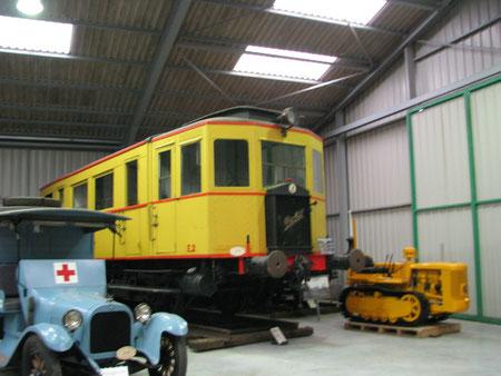 auch Schienenfahrzeuge und Raupen wurden gebaut