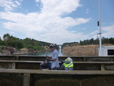 Le pont submersible d'Isthme pour traverser le canal de Corinthe