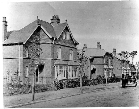 The oldest surviving houses on the Bournville Estate in Mary Vale Road 1895. Image from Carl Chinn's BirminghamL:ives website and used with his kind permission. 'All Rights Reserved'