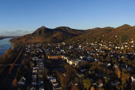 Das Siebengebirge am Rhein bietet schönste Aussichten, tolle Wanderwege und liegt direkt am Rhein in Bad Honnef.