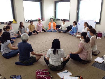 未経験者からでも教わったその日から使えるようになる松井式の気功法を学びます。
