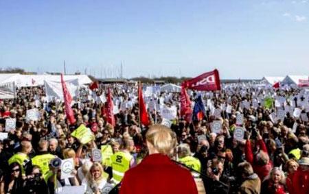 Protester mod Helle Thorning på 1. maj - dagen i Århus