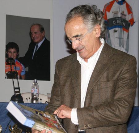Comme incité par son frère Bernard, Maître Régis Pech de Laclause se plonge dans l'Histoire du Vélo Sprint
